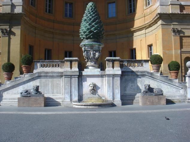 Musei_vaticani_-_cortile_della_pigna