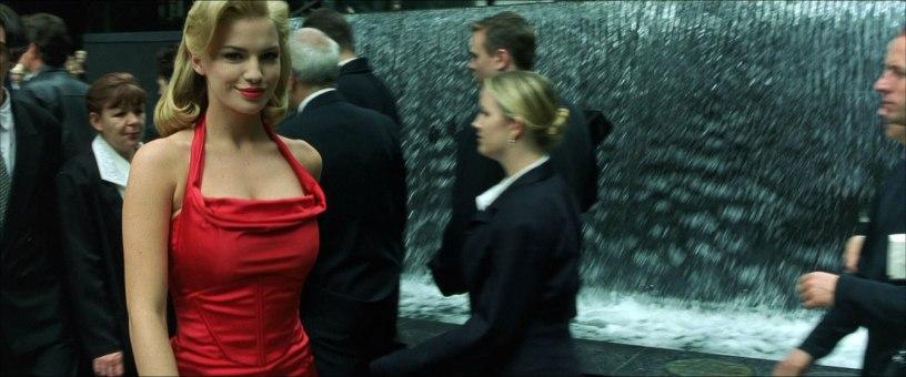 matrix-ragazza-vestito-rosso-red-dress